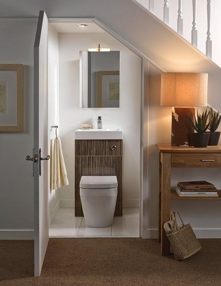 cách bố trí nhà vệ sinh dưới gầm cầu thang