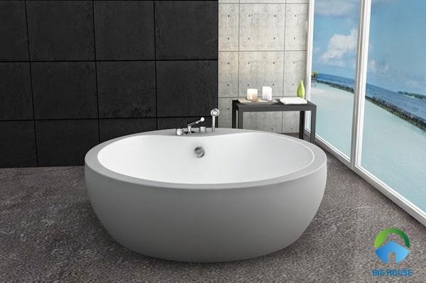 bồn tắm bằng sứ
